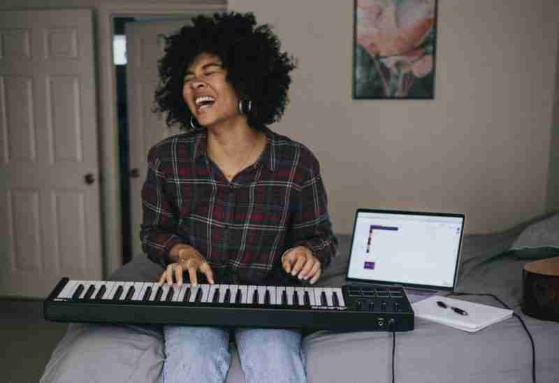 woman playing keyboard